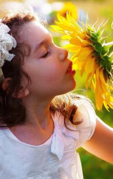 girl_with_sunflower