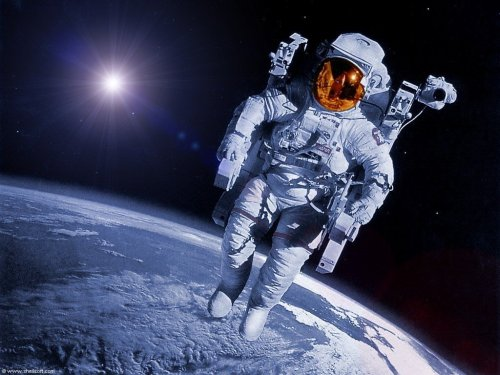 worldview_astronaut_in_space